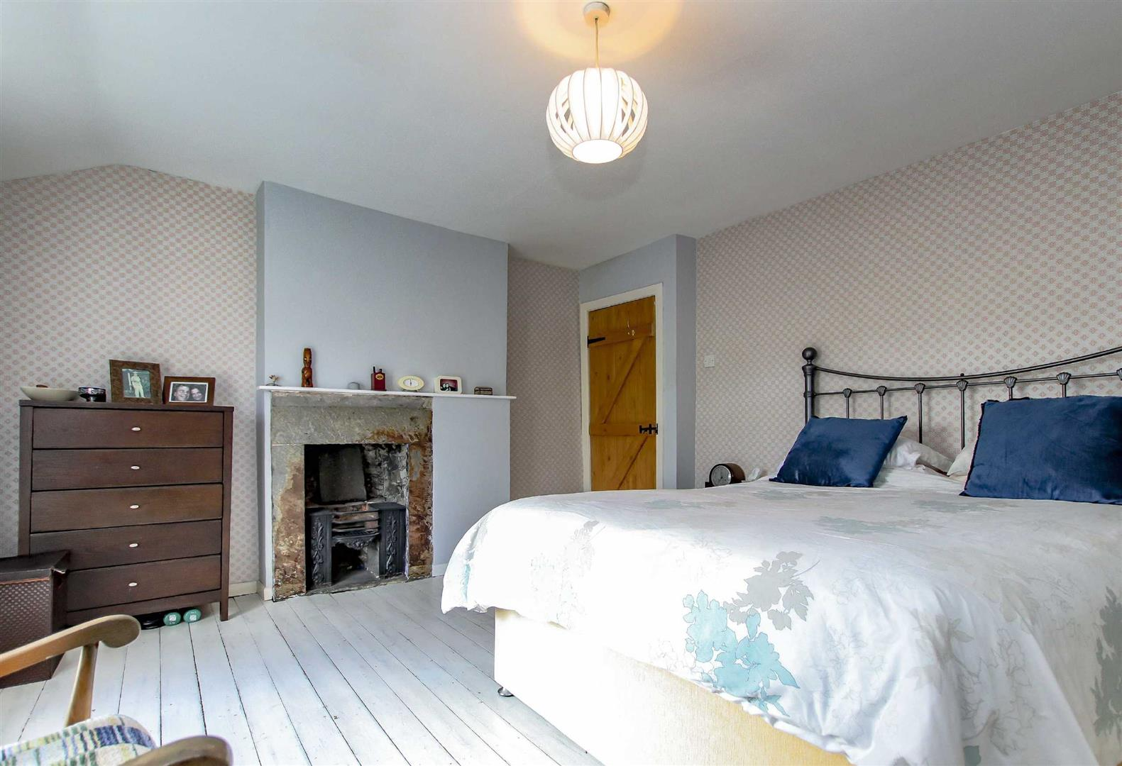 4 Bedroom Detached House For Sale - p033686_14.jpg